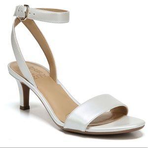 NIB. Naturalizer Tinda sz 8.5 white pearl heels